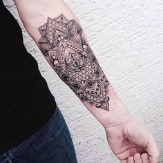 Mandala tattoos are quite popular in India. Infact, Mandala tattoo designs are the top picks this season! Come, explore the best of these artistic ideas! Mandala Tattoo Design, Dotwork Tattoo Mandala, Geometric Tattoo Design, Tattoo Abstract, Mandala Avant Bras, Mandala Bras, Lotus Mandala, Forearm Tattoos, Body Art Tattoos