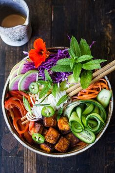 Fresh and delicious Vegan Bahn Mi Noodle Bowl with Sriracha Tofu, rice noodles, pickled carrots and radishes, crunchy cucumber and cabbage and a creamy vegan spicy Bahn Mi dressing! #bahnmi #healthybowl #noodlebowl #vegan #veganbowl #bahnmibowl #noodles