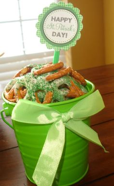 St Pattys Day dipped pretzels