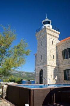 Leuchtturm für 8 Personen in Korčula | TUIvillas.com Objekt-Nr. 1247460 M Restaurant, Jacuzzi, Lighthouse, Villa, Building, Lawn And Garden, Light Fixtures, Bell Rock Lighthouse, Light House