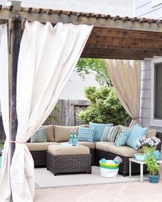 25 DIYs for a Summer Patio Makeover // I want my back patio to look just like this! Outdoor Rooms, Outdoor Living, Outdoor Decor, Outdoor Furniture, Outdoor Seating, Outdoor Lounge, Outdoor Areas, Outdoor Sectional, Costco Furniture