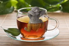 Waiting for your tea to be ready is a sloooow process. And there's no creature that likes to take its time quite like a sloth. The Sloth Tea Infuser is then the perfect accompaniment to your steeping