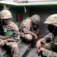 Really Funny Memes, Stupid Funny Memes, Funny Laugh, Hilarious, Funny Prank Videos, Crazy Funny Videos, Military Humor, Cute Baby Videos, Funny Clips