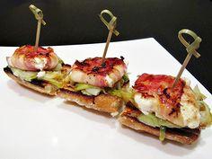 http://www.alacartaparados.es/montaditos-de-queso-de-cabra-con-panceta-y-cebolleta-confitada/#