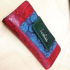 Loving this Holii wallet a lot, almost tempted to get the similar kind of handbag to match it @holiiaccessories #holii #gift #wallet #Indianethnicdesign #Indianbag #holiiindia #designwallet