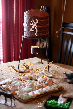 If you have a deer feeding stand, use it for the cupcakes/cake or some other food/display item Deer Hunting Party, Hunting Birthday Cakes, Camo Birthday Party, Camo Party, Boy First Birthday, Boy Birthday Parties, Birthday Ideas, Hunting Cakes, Male Birthday