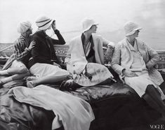 1920s fashion, Four models seated in the back of George Baher's yacht, Photo by Edward Steichen for Vogue, July 1928.