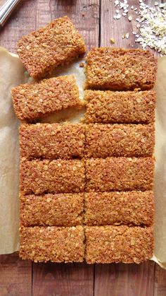 coconut and ginger flapjacks. The best ever flapjack - chewy and full of flavour. Even better topped with chocolate. Mini Desserts, Cinnamon Desserts, Cinnamon Muffins, Fall Desserts, Vegan Desserts, Vegan Food, Cranberry Dessert, Tray Bake Recipes, Baking Recipes