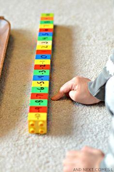 El uso de LEGO DUPLO para aprender acerca de los números y números enteros positivos y negativos de Y Luego viene L