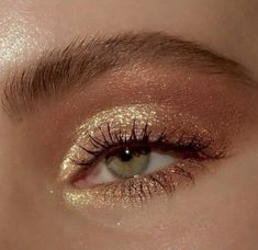 golden glam goldener Zauber hacks for teens girl should know acne eyeliner for hair makeup skincare Makeup Eye Looks, Eye Makeup Art, Gold Makeup, Cute Makeup, Pretty Makeup, Skin Makeup, Glitter Makeup, Cheap Makeup, Sparkly Eye Makeup