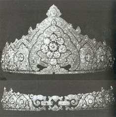 A diamond tiara from Cartier with an Indian theme. Made ​​for the Countess Granard. Designed around a central diamond cluster, with large circular diamonds that expands with millegrain diamonds into a stylised tree-shape which repeats itself throughout the whole piece. Topped with pear-shaped and circular diamonds. This Oriental style was very popular in Europe, particularly in UK, in early 20th century.