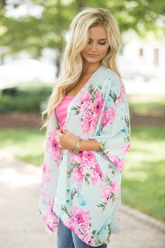 If you're looking for unique clothing at an online boutique, Pink Lily is your one-stop shop for classic style with a modern twist. Floral Kimono, Kimono Top, Unique Outfits, Cute Outfits, Boho Swim Suits, Pink Lily Boutique, Boho Fashion, Womens Fashion, Online Boutiques