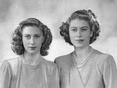 Princess Margaret and Queen Elizabeth II. Dorothy Wilding, 1946.
