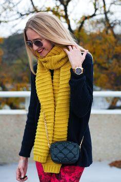 Easy Scarf Knitting Patterns, Easy Knitting, Loom Knitting, Ways To Wear Bandanas, Ways To Wear A Scarf, Knitwear Fashion, Knit Fashion, Crochet Scarves, Knit Crochet