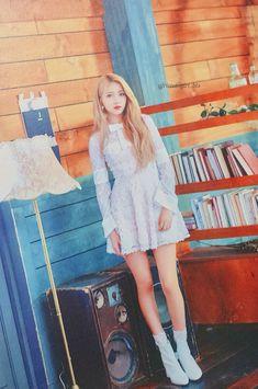Mrzzto_ Be in Bloom (Scan) Kpop Girl Groups, Korean Girl Groups, Kpop Girls, Sinb Gfriend, Gfriend Sowon, Summer Rain, G Friend, Nanami, Korean Artist