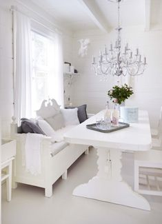 Simple and Creative Tips and Tricks: Shabby Chic Bedroom Cream shabby chic kitchen walls. Porche Shabby Chic, Canapé Shabby Chic, Marcos Shabby Chic, Comedor Shabby Chic, Cortinas Shabby Chic, Rideaux Shabby Chic, Shabby Chic Dining, Shabby Chic Pillows, Shabby Chic Curtains