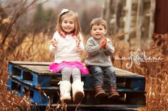 Artistic Green Bay Outdoor Family Pictures  http://magdalenephotography.com/blog/