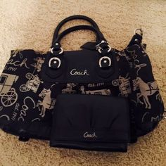 Coach purse Gently used  Authentic Coach purse and wallet Coach Bags Shoulder Bags