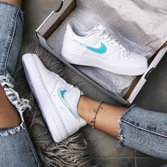 Nike Air Force Get this limited sneaker - all sizes are still there . Nike Air Force 1 Outfit, White Air Force 1, Nike Shoes, Sneakers Nike, New Converse, Insta Look, White Nikes, Fashion Bags, Air Jordans