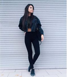 Black leather jackets are timeless and look even better when paired with a cropped top. for an all black outfit, pair a high neck crop top and skinny pants. Edgy Outfits, Mode Outfits, Fall Outfits, Fashion Outfits, Black Outfits, Woman Outfits, Black Women Fashion, Look Fashion, Korean Fashion