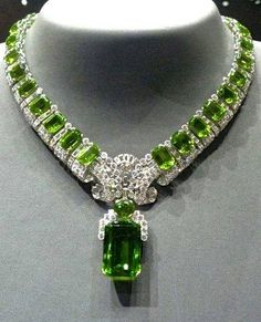 Jewelry Diamond : Cartier Peridot and diamond necklace. - Buy Me Diamond Cartier Jewelry, Gems Jewelry, Diamond Jewelry, Antique Jewelry, Jewelery, Vintage Jewelry, Fine Jewelry, Jewelry Necklaces, Diamond Necklaces