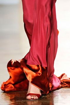 Sophie Theallet, Fall Those colors! Beautiful-like fire. Looks Style, Style Me, Sophie Theallet, Gala Gowns, Simply Red, Shades Of Red, Fashion Details, Lanvin, Magenta