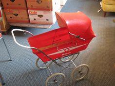 FINN – Rød Svithun dukkevogn og dukker Baby Strollers, Retro, Baby Prams, Strollers, Rustic, Stroller Storage, Mid Century