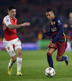 Barcelona's Brazilian forward Neymar (R) vies with Arsenal's Spanish defender Hector Bellerin during the UEFA Champions League Round of 16 second leg football match FC Barcelona vs Arsenal FC at the Camp Nou stadium in Barcelona on March 16, 2016.