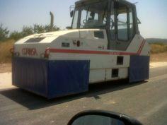 Aplanadora utilizada en asfaltados de carreteras. - www.vinuesavallasycercados.com