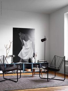 Even bijkomen? Geniet van deze fijne plek | IKEA IKEAnl IKEAnederland wooninspiratie inspiratie interieur woonkamer EKET kast HODDE vloerkleed tapijt stoel lamp