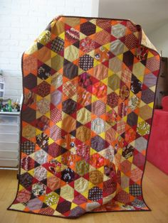 hexagon star quilt with tutorial Orange Quilt, Foundation Piecing, How To Finish A Quilt, Hexagon Quilt, Quilting Tips, Quilt Tutorials, Couture, Paper Piecing, Quilt Making