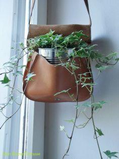 Une très bonne idée pour improviser un pot de fleur... la boîte de conserve !!