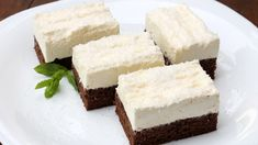 Un desert delicios, recomandat de bucataria-romaneasca.ro. Cake Recipes, Dessert Recipes, Little Chef, Romanian Food, Sweets Cake, Christmas Sweets, Dessert Drinks, Easy Desserts, Cheesecake