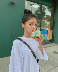 Image may contain: one or more people and people standing Uzzlang Girl, Girl Day, Cute Fashion, Girl Fashion, Fashion Outfits, Ulzzang Korean Girl, Pretty Photos, Foto Pose, Types Of Fashion Styles