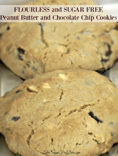 FLOURLESS and SUGAR FREE Peanut Butter and Chocolate Chip Cookies