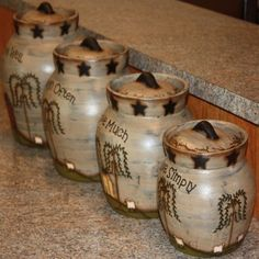 Love these canisters. Primitive Homes, Primitive Kitchen, Country Primitive, Primitive Fall Decorating, Farmhouse Style Decorating, Primitive Decorations, House Decorations, Country Crafts, Country Decor