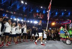 Andy Murray carries the Great Britain flag at the Rio 2016 opening ceremony