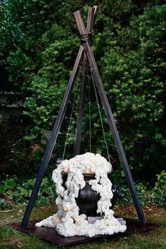 Favourite Diy Halloween Decorations Ideas You are in the right place about diy halloween guirlande Here we offer you the most beautiful pictures about Salem Halloween, Halloween Prop, Diy Halloween Party, Homemade Halloween Costumes, Halloween Snacks, Halloween Cupcakes, Halloween Crafts, Halloween Ideas, Scary Halloween Yard