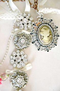Vintage bijoux perché? Perché il mio matrimonio sarà di ispirazione retrò, sono infatti una donna di quelle all'antica e il mio futuro sposo è uguale a me