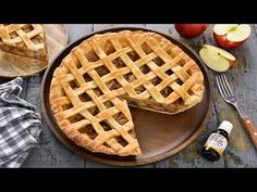 Placinta americana cu mere (CC Eng Sub) No Cook Desserts, Dessert Recipes, American Apple Pie, Love Chocolate, Sweet Cakes, Waffles, Cheesecake, Sweets, Cookies