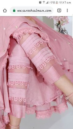 Pintucks and loops on trouser Pakistani Dresses Casual, Indian Fashion Dresses, Indian Gowns Dresses, Dress Indian Style, Pakistani Dress Design, Indian Designer Outfits, Designer Clothing, Pakistani Designer Clothes, Designer Pants