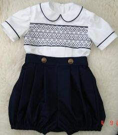 Bubbs - Boys_Romper_Suits great website for smocking Little Boy Outfits, Baby Boy Outfits, Kids Outfits, Smocking Patterns, Smocking Plates, Baby Sewing Tutorials, Punto Smok, Short Niña, Romper Suit