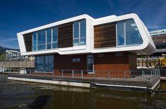 In Hamburg können wir bereits ein paar der modernen Floating Homes auf dem Wasser bewundern. Und wir von homify gewähren nun allen einen Blick in diese Häuser der Zukunft.