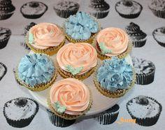 Estos son los primeros cupcakes que hice. Son de vainilla.  http://rositaysunyolivasenlacocina.blogspot.com.es/2011/09/cupcakes-de-vainilla.html