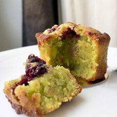 Financiers pistache-griotte © Anonyme Individual Desserts, Mini Desserts, Delicious Desserts, Almond Flour Cakes, French Bakery, Sweet Recipes, Delish, Sweet Tooth, Brunch