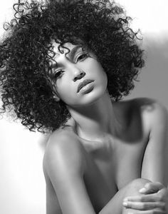 Inspiring Short Naturally Curly Hairstyle Images Nis 2017 admin Lockig Frisuren 0 Naturally curly hair is the best hair type to create really uniq. Pelo Natural, Natural Curls, Au Natural, Natural Texture, Natural Beauty, Curly Hair Styles, Natural Hair Styles, Curly Girl, Afro Hairstyles