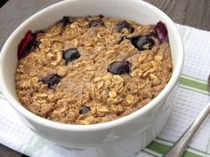 The Oatmeal Artist: Baked Blueberry Muffin Oatmeal Clean Breakfast, Breakfast Pancakes, Breakfast Bake, Breakfast Recipes, Snack Recipes, Blueberry Oatmeal Muffins, Blue Berry Muffins, Healthy Food Blogs, Healthy Foods
