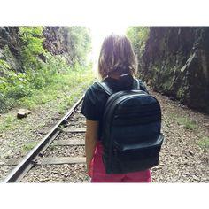 Mochila feminina, viagem, trip, natureza, trilhos, trem, tunel. Moda sustentável. Loja virtual www.notore.com.br