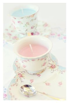 Little vintage teacups turned into candles make a gorgeous decoration for a Shabby Chic themed home <3 xx