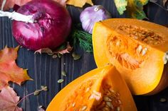 Ripe pumpkins and autumn leaves on wooden background Food Cravings, Cantaloupe, Pumpkin, Stuffed Peppers, Dinner, Fruit, Vegetables, Wooden Background, Cooking Ideas